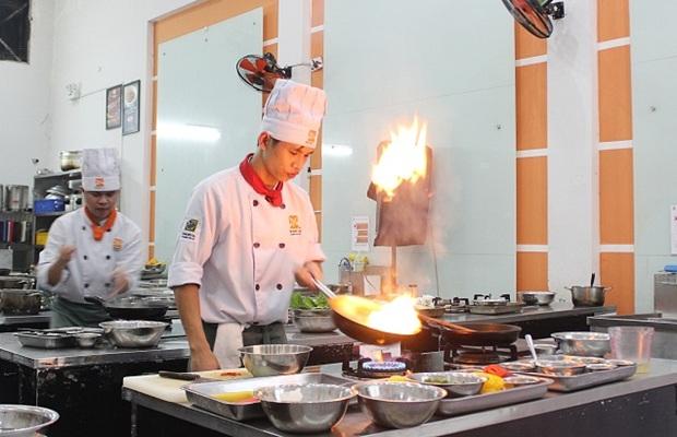 Bếp Á công nghiệp và những lưu ý khi sử dụng bếp Á công nghiệp