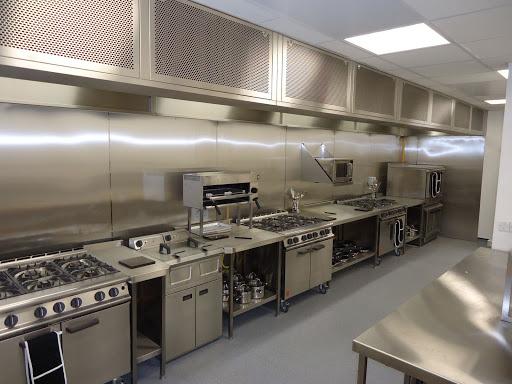 Nên chọn bếp Á công nghiệp hay bếp Âu công nghiệp?